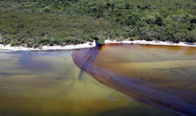Laghi e fiumi sempre più inquinati in Italia: i dati dell
