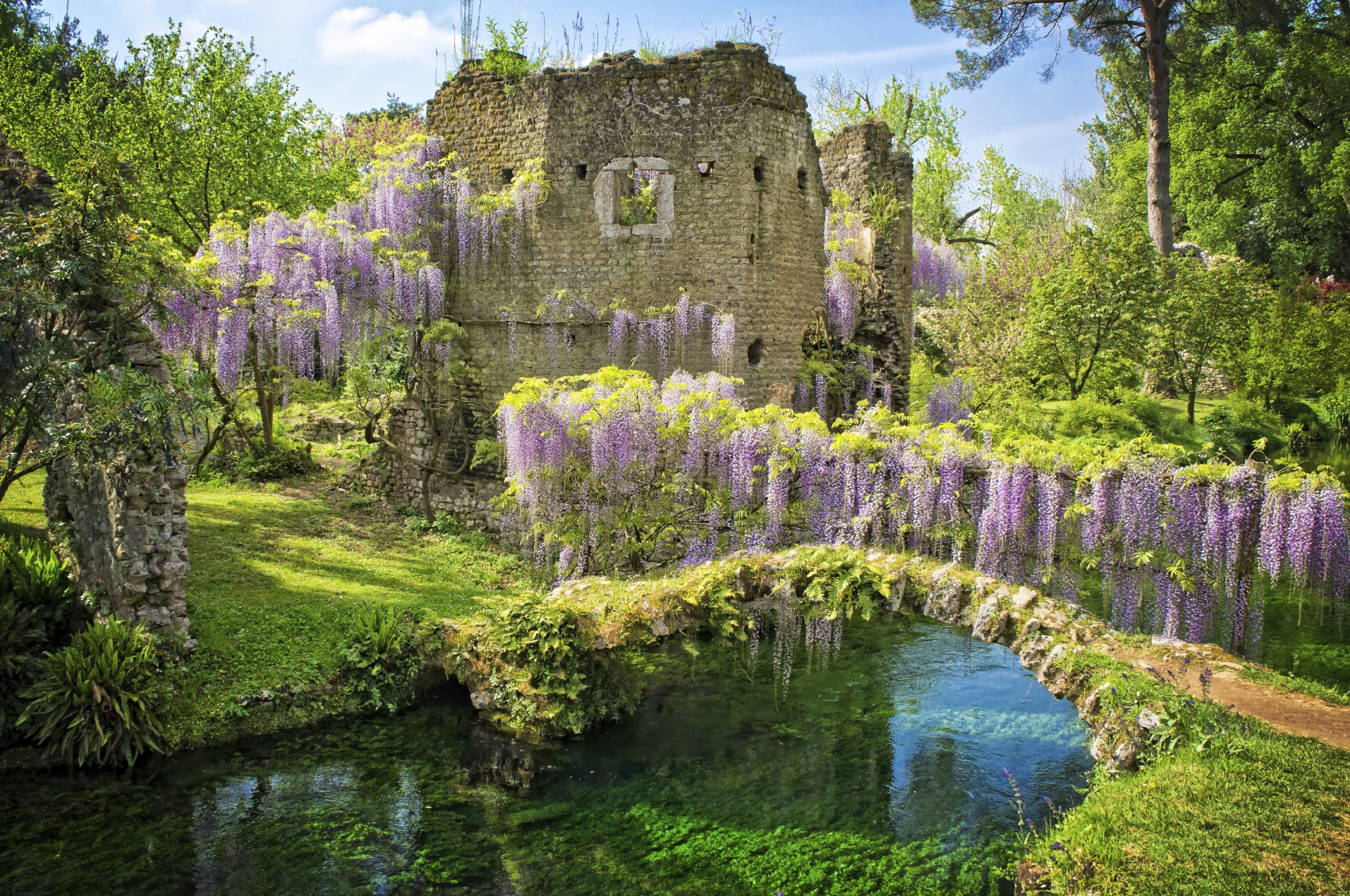 I meravigliosi giardini di ninfa a rischio a causa della for Giardini meravigliosi