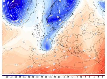 Fig.1 - Un nucleo di aria polare (qui in colore blu alla quota di5500m) alla fine di giovedì 27 è ormai prossimo al Nord Italia