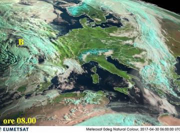 Fig.1 - La perturbazione  atlantica vista dal satellite alle ore 08.00 del 1^ Maggio