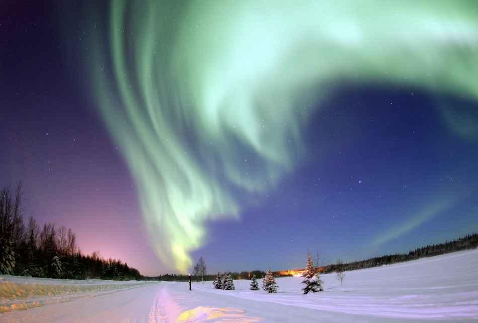 Aurora boreale sulBear Lake(Lago degli Orsi) inAlaska