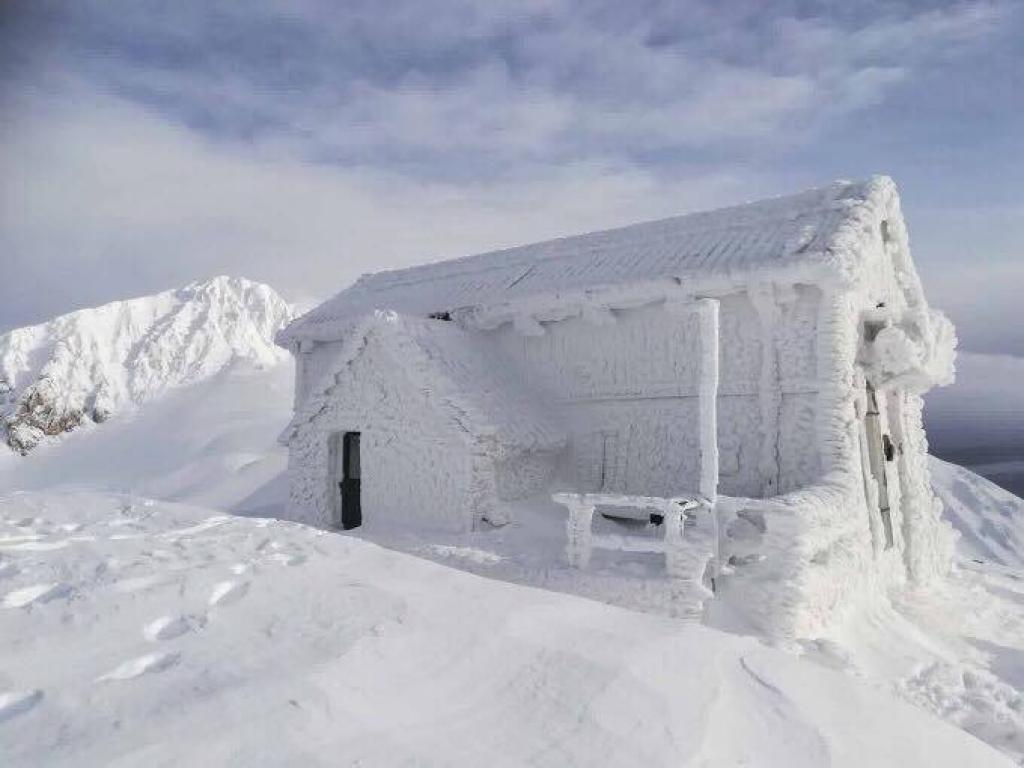Valanga sul Gran Sasso: localizzata persona sotto la neve, un'altra in salvo