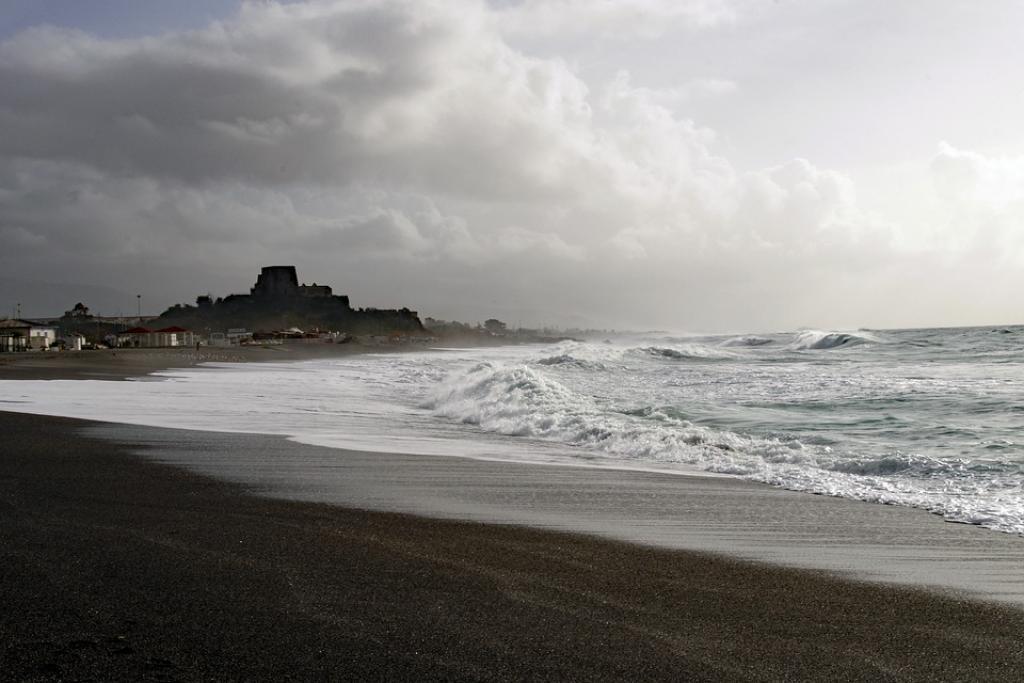 Un evento mai successo: l'uragano Medicane nel weekend sfiora Sicilia e Calabria