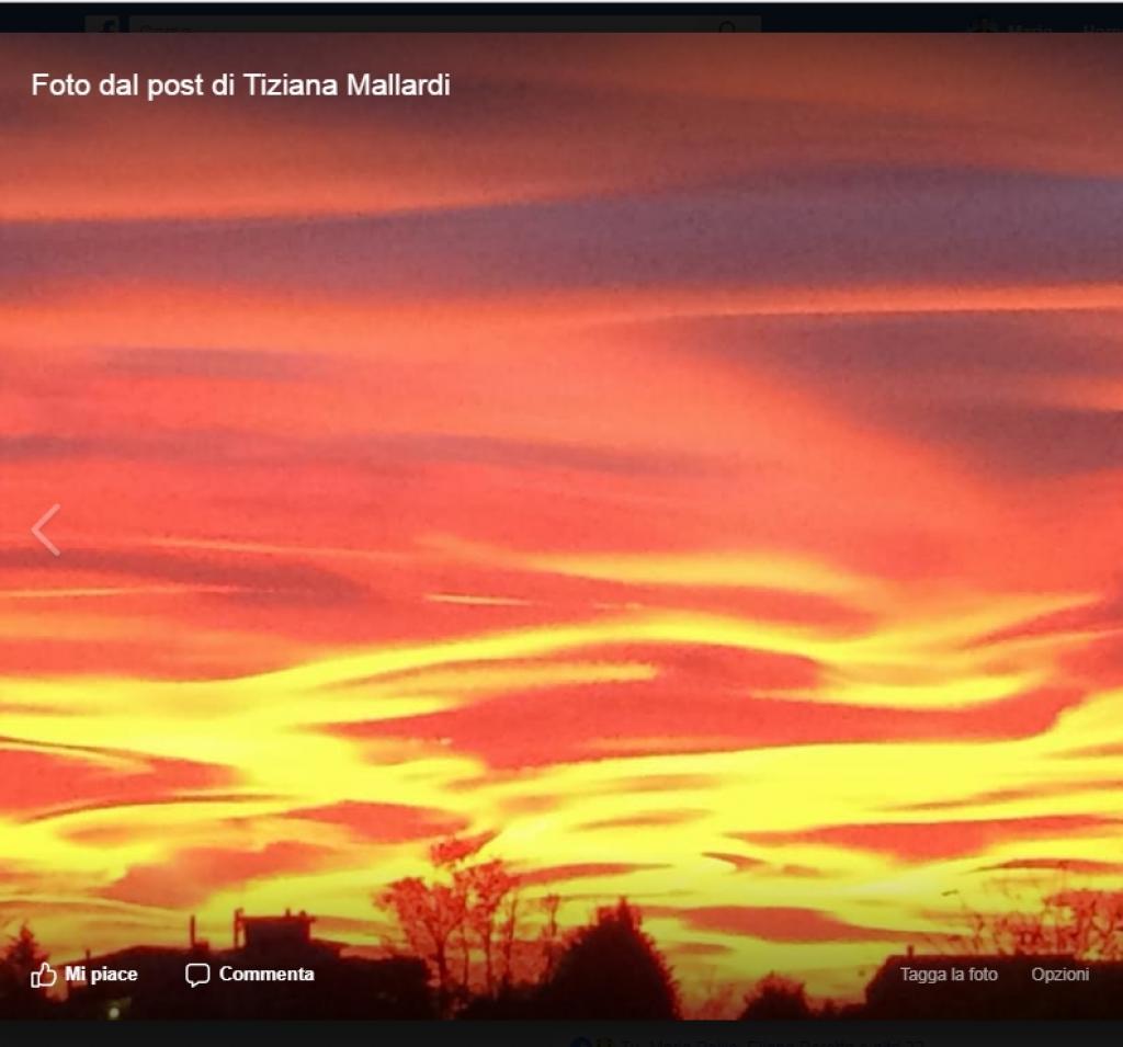 cielo rosso intenso al tramonto domenica 29 ottobre a